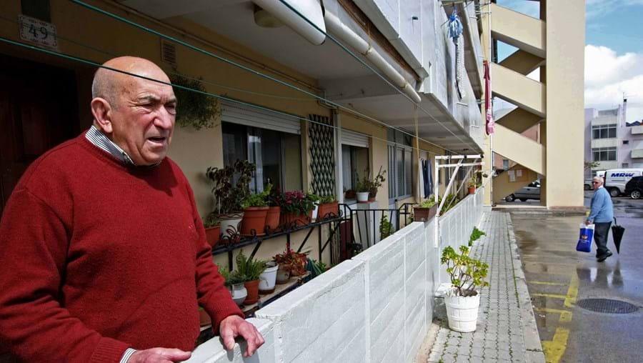 Jorge Pinto lamenta a falta de policiamento no Bairro da Relvinha, onde na semana passada houve um tiroteio