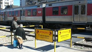 Atravessar a linha na estação do Cacém é correr perigo de morte