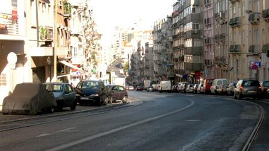 Moradores da Rua Morais Soares alertam para falta de passadeira
