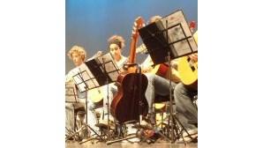 Jovens guitarristas mostram talento