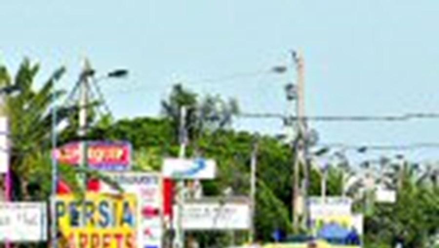 A EN125 atravessa 14 concelhos do Algarve e em determinadas zonas tem painéis publicitários em excesso