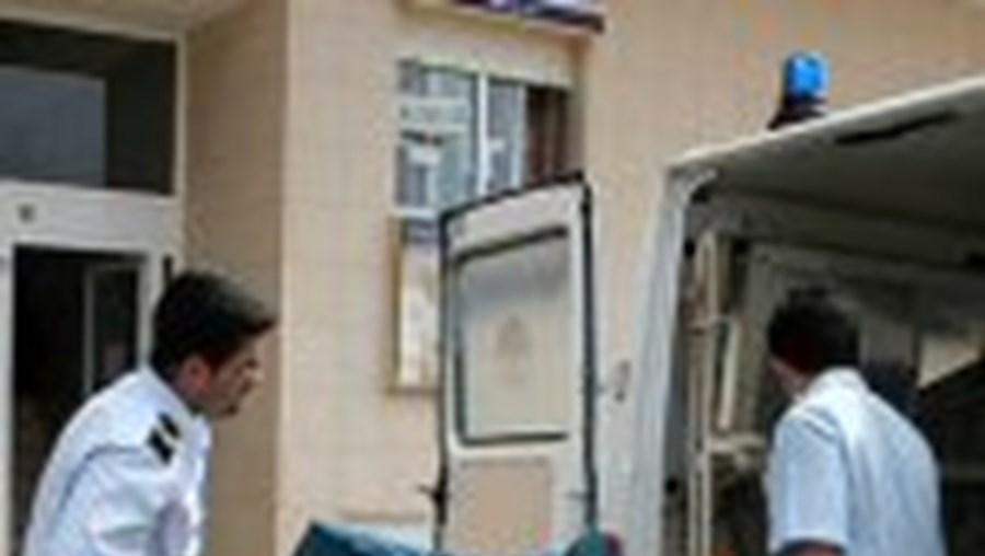 O corpo de Conceição Farrajota foi ontem de manhã retirado do apartamento no número 81 da Avenida Infante Sagres, em Quarteira