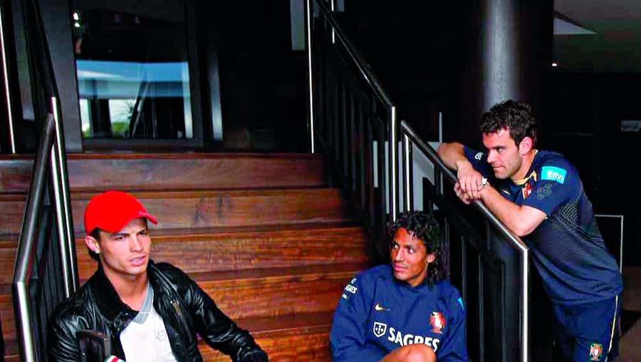 Cristiano Ronaldo no hotel da selecção nacional, em Viseu, com Bruno Alves, Jorge Ribeiro e Deco