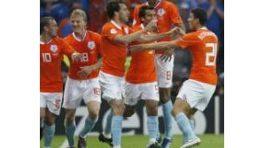 Holanda esmaga Itália
