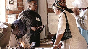 Mugabe ganha eleições viciadas
