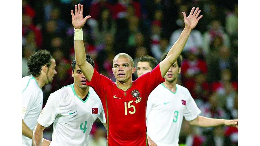 A selecção nacional venceu a turca por duas bolas a zero, com golos de Raul Meireles e Pepe