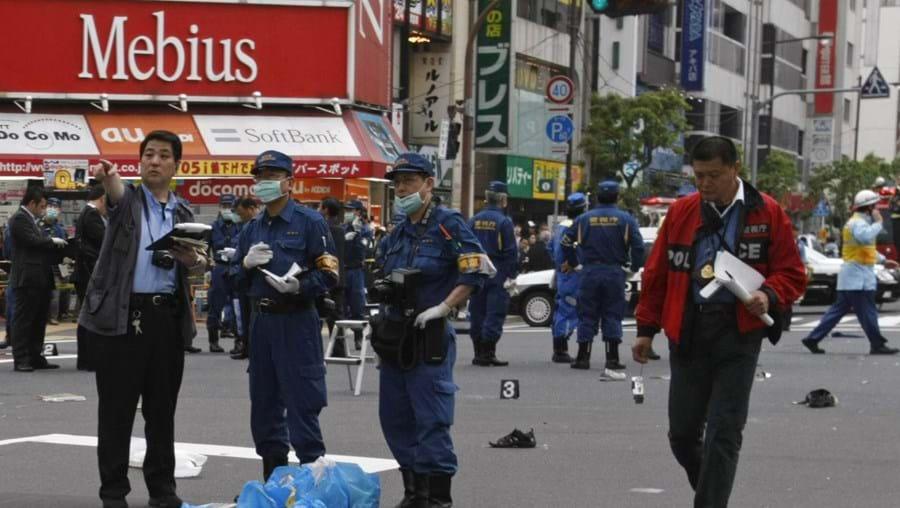 Corpos ensanguentados foram recolhidos na rua e nos passeios