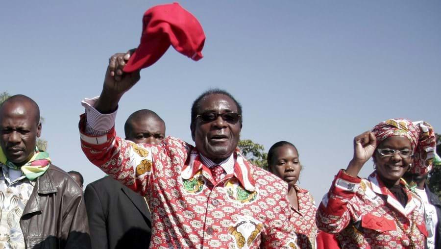 Mugabe festejou reeleição contestada pela comunidade internacional