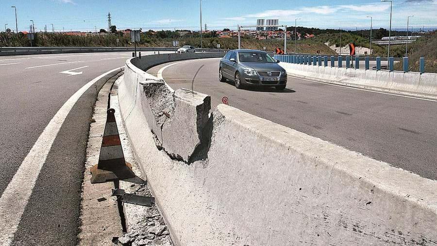 Golf em que Júlio Santos seguia despistou-se contra um raile de protecção na Via Regional Interna do Porto