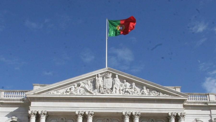 O presidente da Câmara  de Lisboa, António Costa, contará com 349 mil euros nas contas da autarquia por decisão de Teixeira dos Santos
