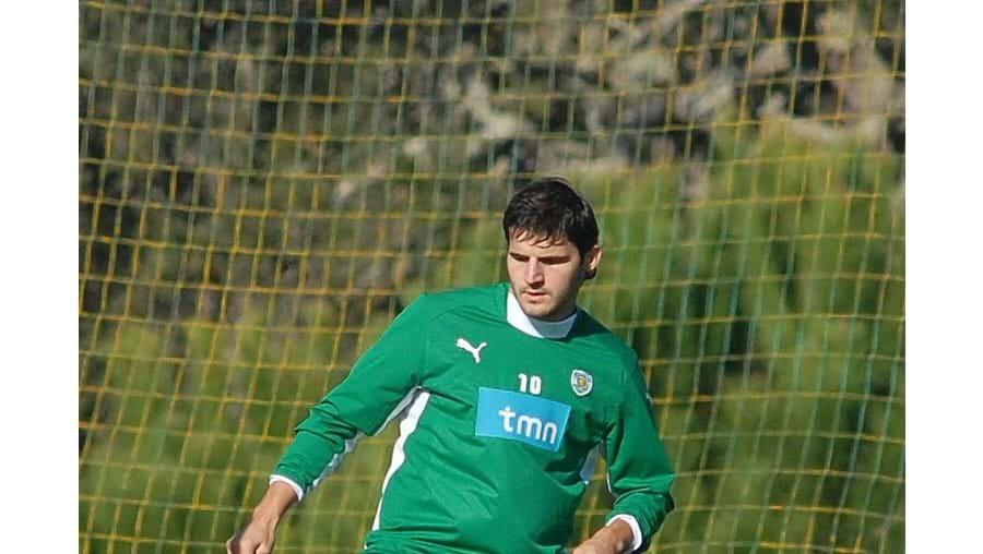 """Paulo Bento disse, no sábado, que Simon Vukcevic """"trabalha pouco"""" nos treinos do Sporting"""