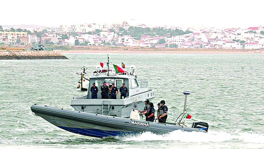 Mar junto a Vila Real de Santo António é local privilegiado para a pesca ilegal de embarcações espanholas