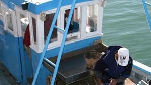 Pescador apanha fardo de haxixe