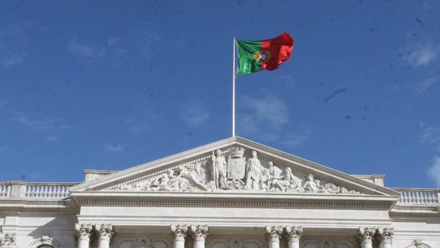 Estado deve mil milhões a Lisboa