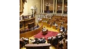Oposição critica medidas contra a crise