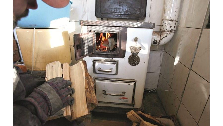 A lenha tem sido para muitos a única forma de manter as casas quentes