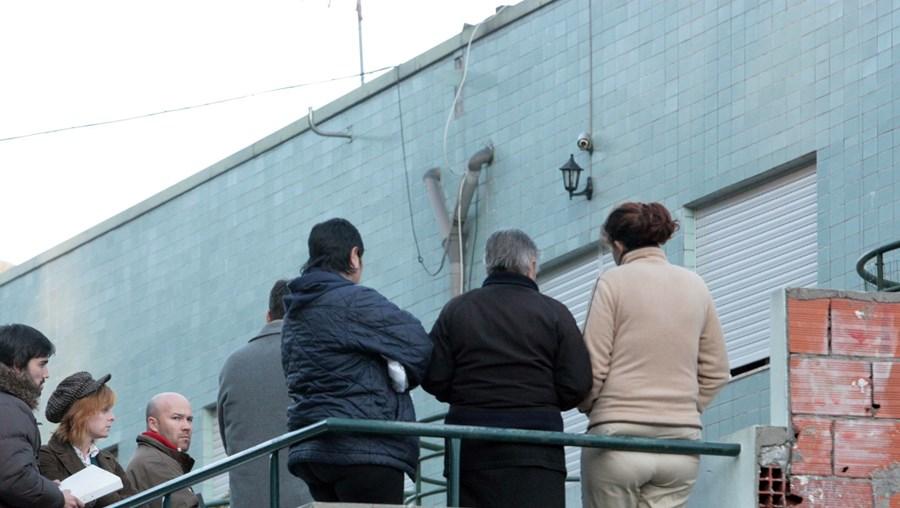 O arguido, companheiro da vítima, em prisão preventiva, explicou ontem à PJ os contornos do crime no local