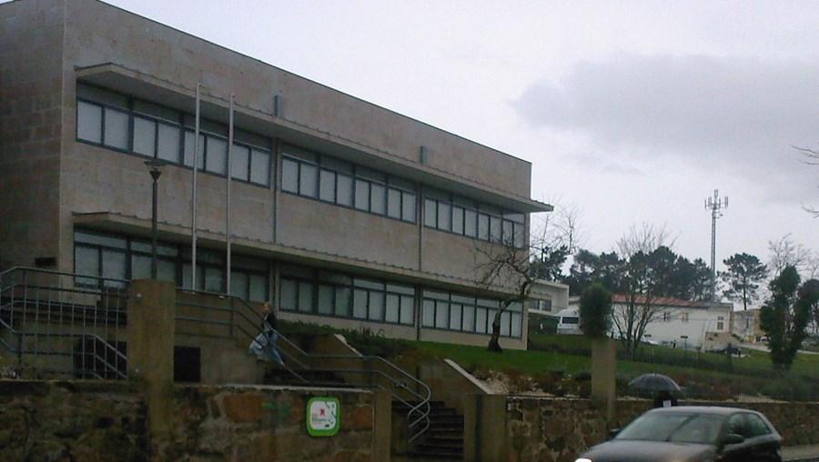 Zona escolar da vila de Monção está situada numa recta com lombas de borracha e duas passadeiras
