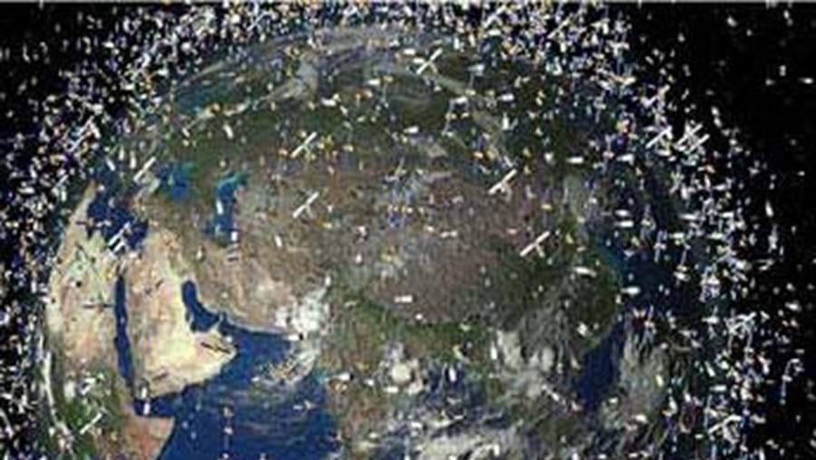 Estes detritos podem atingir um satélite como o impacto de uma bala