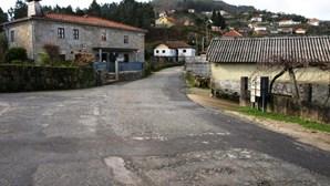 Estrada com buracos em Valdevez