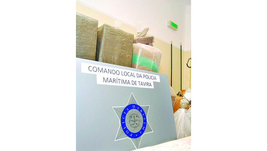 A descarga de haxixe foi detectada pela Polícia Marítima em Cabanas