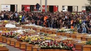 Itália comovida com funerais