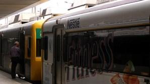 Quatro atacam no comboio