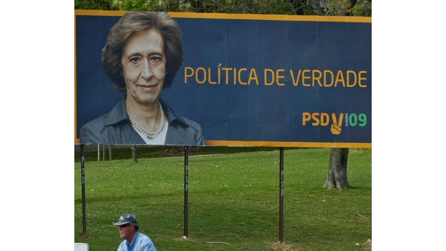 Todos os partidos que afixaram cartazes no Marquês de Pombal se recusaram-se a removê-los
