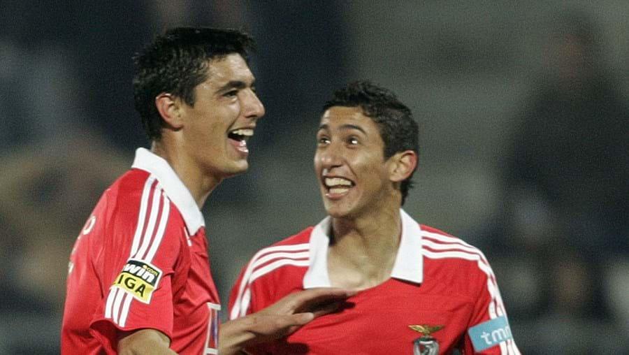 O Benfica pagou 11 milhões de euros por Cardozo e oito milhões por Di María (à dir.)
