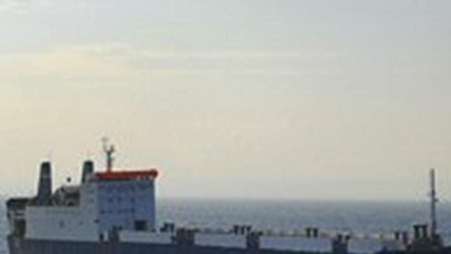 Piratas somalis libertam navio filipino