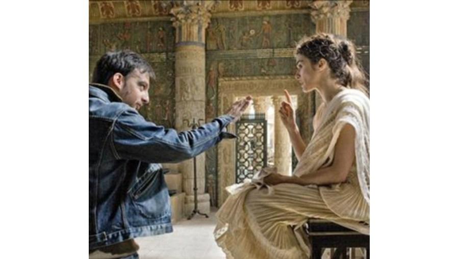 Rachel Weisz é 'Hypatia', uma filósofa às voltas com a Terra e o Mundo