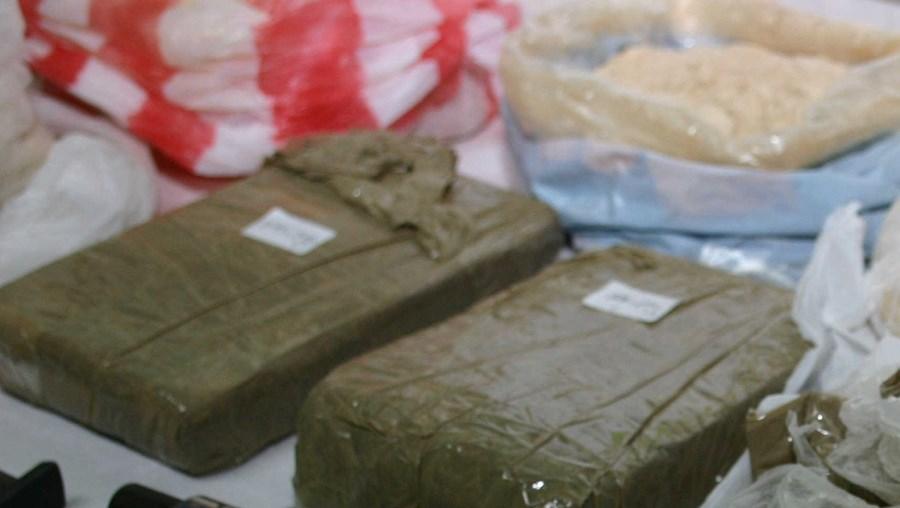 Polícia apreendeu ao grupo sete quilos de heroína, 35 mil euros em dinheiro, ouro e armas