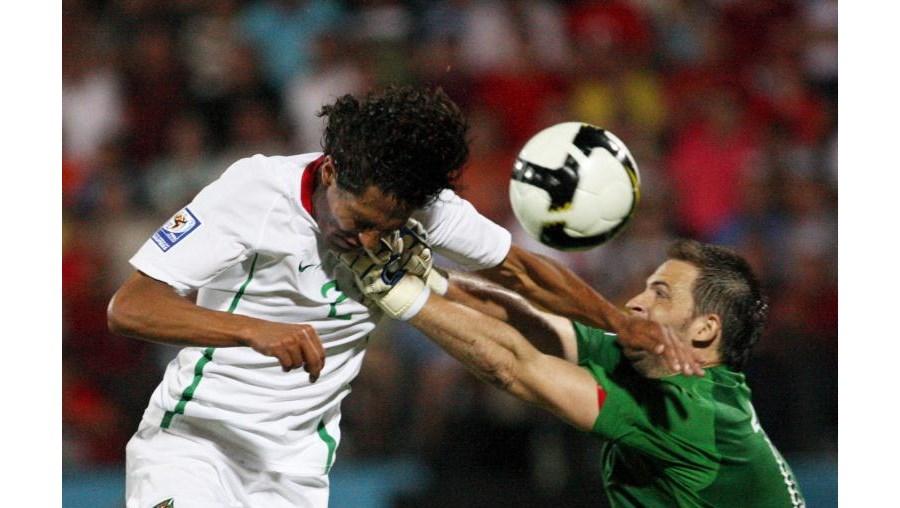 Momento decisivo do jogo, quando Bruno Alves faz o golo que dá a vitória a Portugal