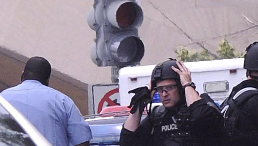 Polícia e esquadrões especializados do FBI