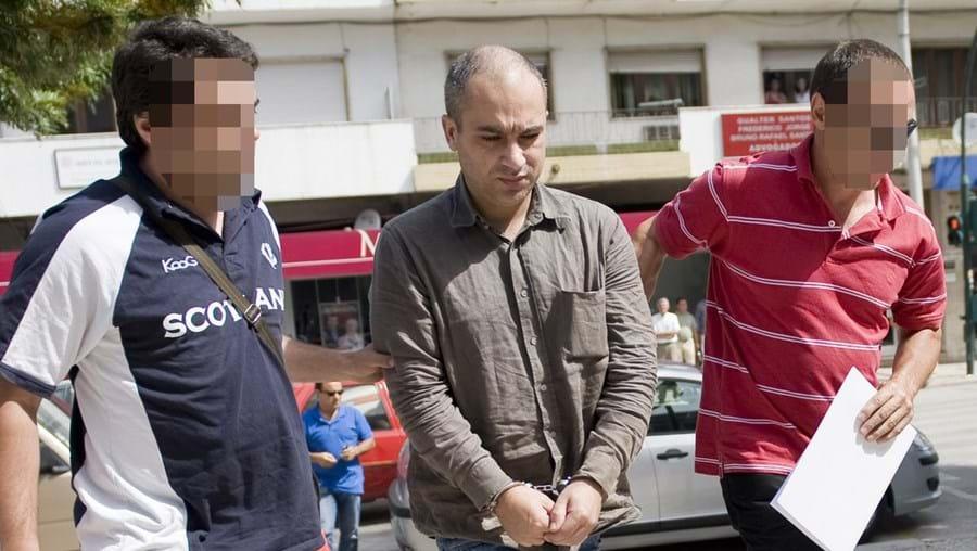 Abel Ribeiro foi levado ontem por inspectores da Polícia Judiciária de Coimbra ao juiz do Tribunal de Pombal, que determinou a sua prisão preventiva. A autópsia ao corpo de Maria Dias Leal realiza-se hoje