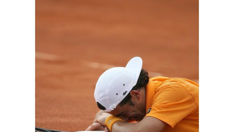 Frederico Gil voltou a cair na primeira ronda do Grand Slam inglês
