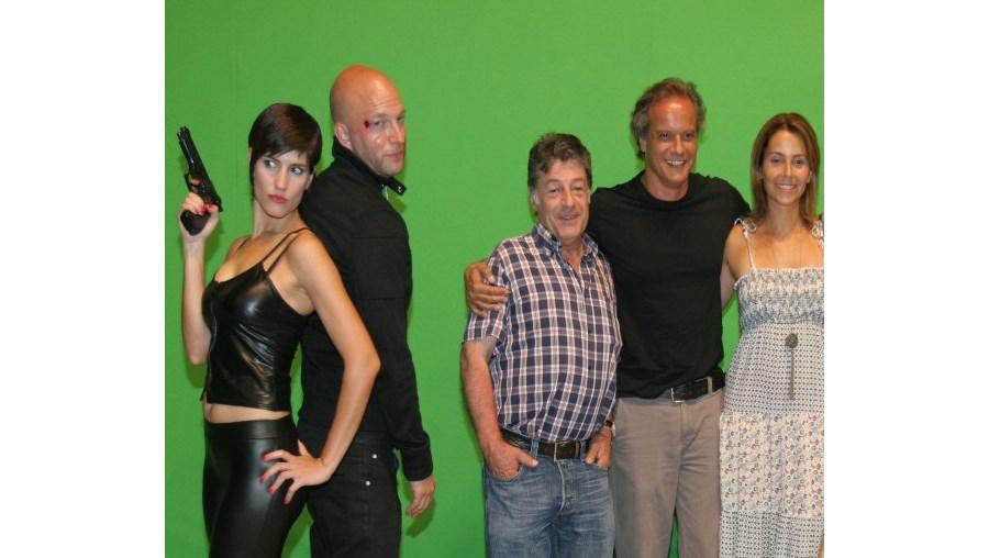Sandra Barata Belo (esq.) e o restante elenco de 'Uma Aventura na Casa Assombrada' já iniciou as filmagens