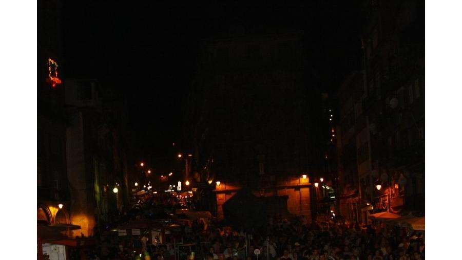 Milhares de pessoas saíram à rua para festejar o São João