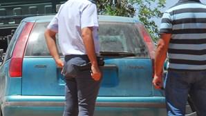 Faca para roubar carro e carteira