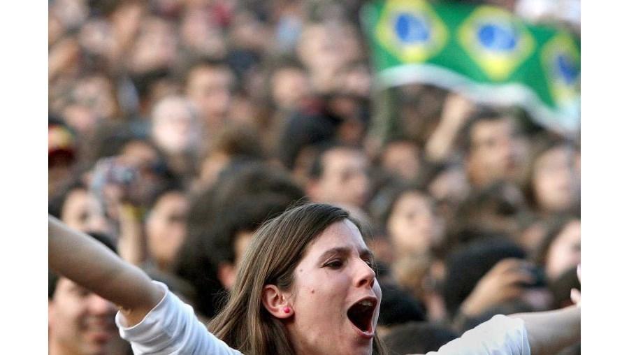 Os festivais não se esgotam nos concertos. O campismo no Sudoeste TMN, na Zambujeira do Mar, tal como noHeineken Paredes de Coura, levam milhares de jovens a pegar nas tendas.