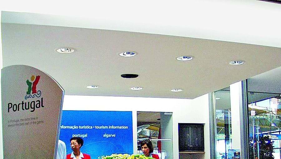 Transferência da gestão de postos de Turismo colocou funcionários públicos em entidades privadas