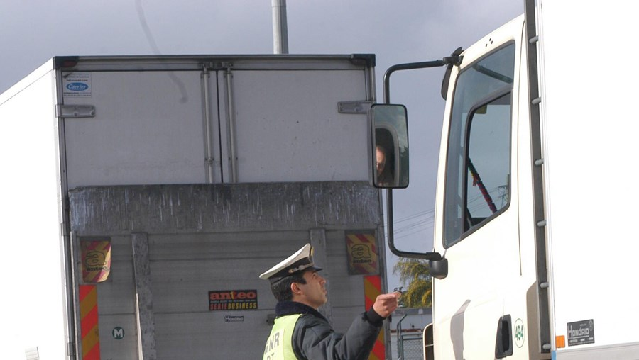 Militares da GNR não conseguem controlar os tempos de descanso e condução dos camionistas