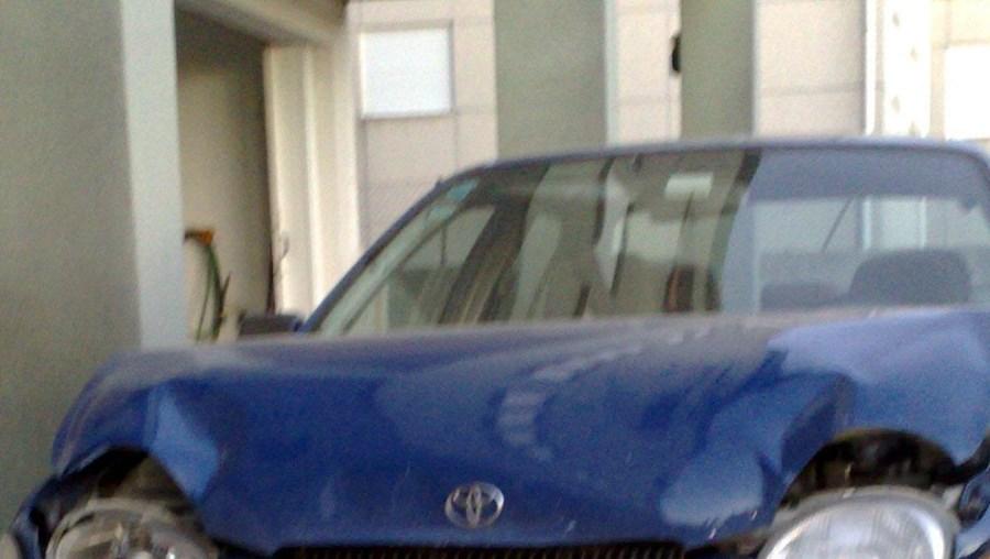 Carro descaracterizado da GNR ficou muito danificado após colisão
