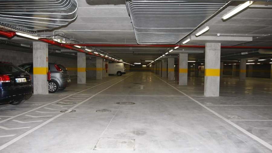 Mais estacionamento no Cacém