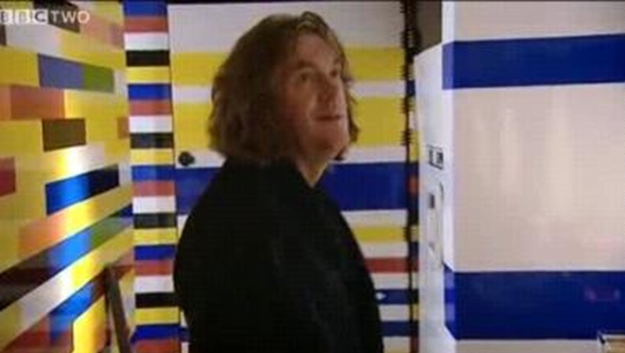 James May experimentou viver na estranha casa