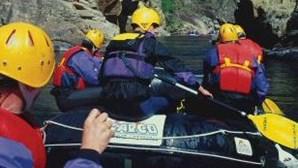 Bombeiros procuram desaparecido no rio Paiva