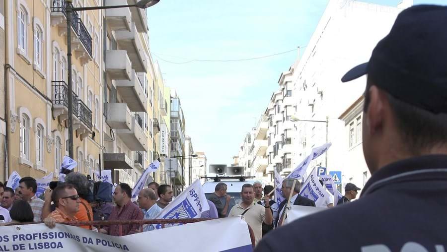 Aprovação do novo estatuto ficou marcada por protestos