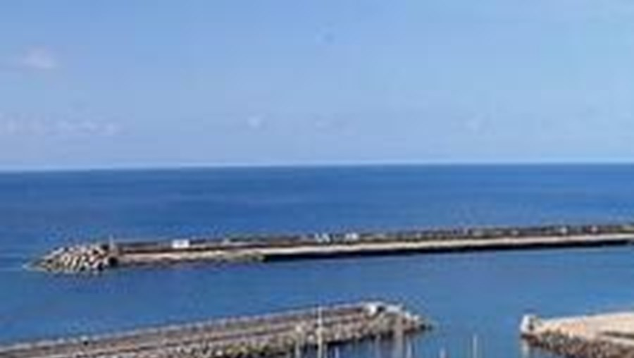 Jovens foram encontrados quando a polícia faziam a inspecção no porto de Bari