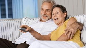 Mulheres e idosos vêem mais televisão