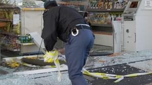 Gang ataca duas máquinas ATM